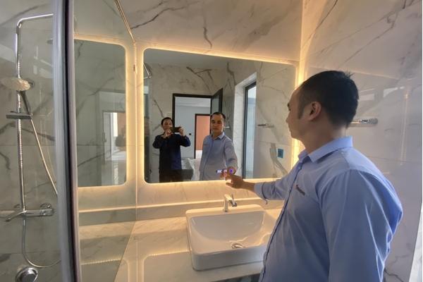 Lắp đặt gương cao cấp của Dehome tại gia đình Anh Long - Tân Phú