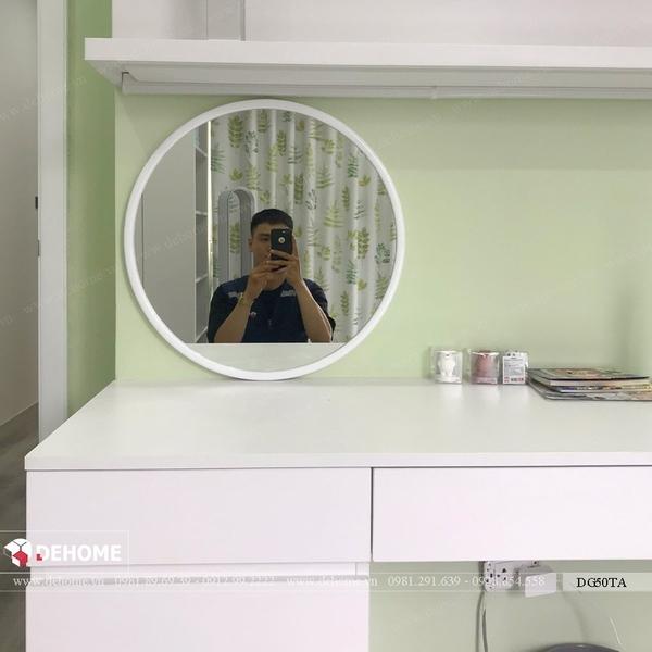 Gương khung gỗ màu trắng bàn trang điểm 50cm Dehome - DG50TA