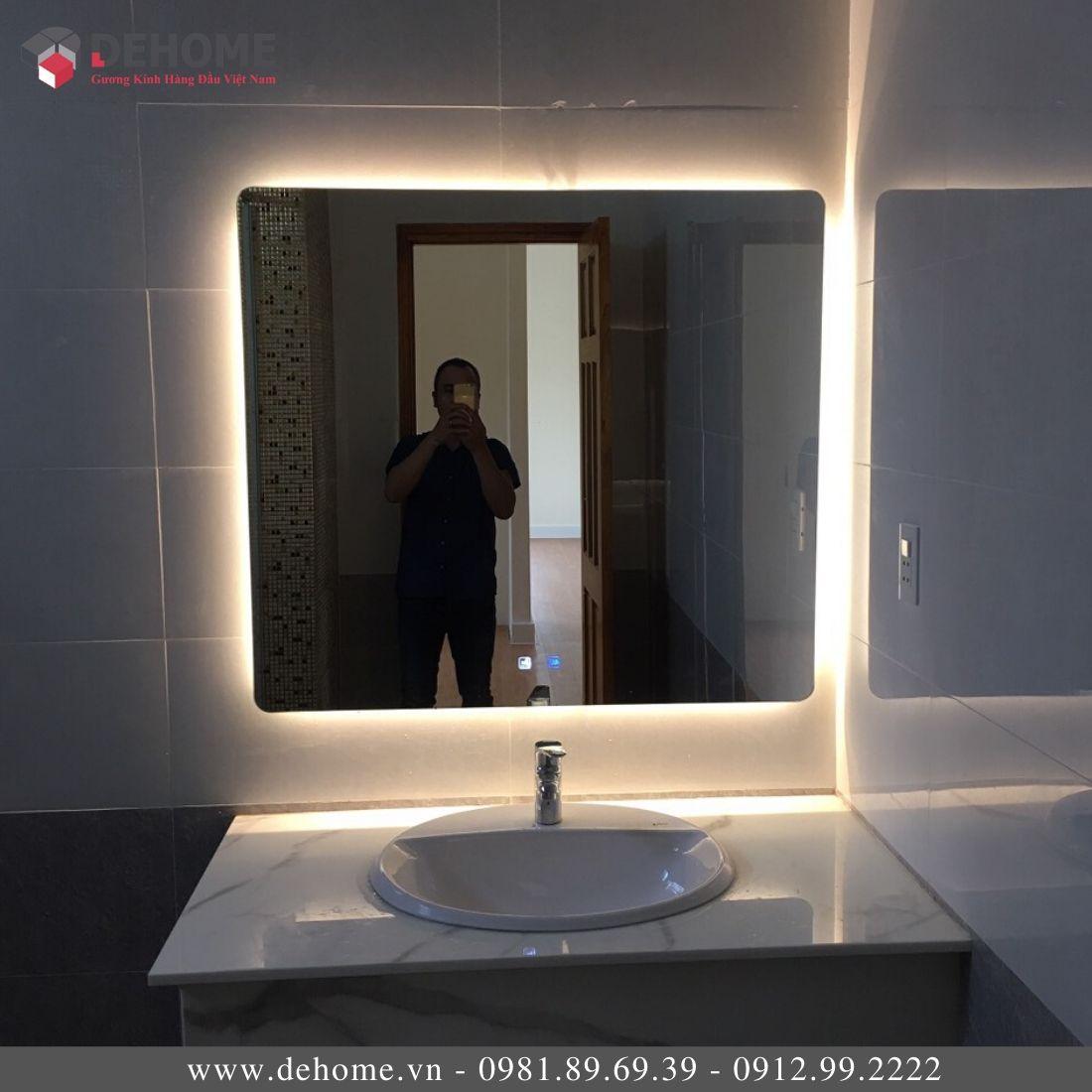 Gương Phòng Tắm Có Led Nguồn Cảm Ứng Dehome DH68-22